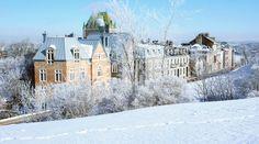 Explore the winter wonderland all across the city! Huge helpings of snow in all its sparkling forms make our region the perfect winter playground. http://www.quebecregion.com/en/what-to-do/snow?a=vis# // Poudreuse, étincelante et toujours abondante, la neige d'ici se prête à une multitude d'activités hivernales et est même à l'honneur dans les festivités http://www.quebecregion.com/fr/quoi-faire-activites/neige?a=vis #unesco #winter #hiver #quebec #travel Photo: Luc-Antoine Couturier