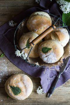 bułki piwne z pokrzywą, beer and nettle buns #bułki #pokrzywa #piwo #nettle #beer #buns