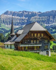 Europe Bucket List, Beautiful Places In The World, Landscape Photos, Nature Photos, Switzerland, Hiking, House Styles, Travel, Scenery