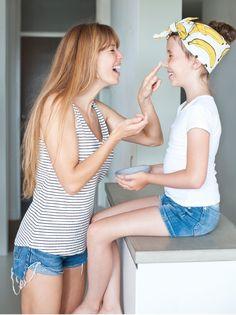 Photography by Maaike van Haaster Mom Daughter, Bananas, Kids Meals, Fashion Beauty, Skincare, Van, Smile, Lifestyle, People