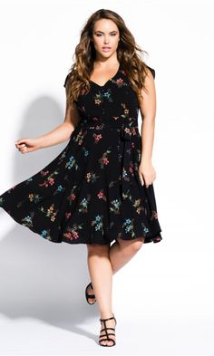 Shop Women's Plus Size Botanical Dress - black - Street Style - Collections Over 50 Womens Fashion, Curvy Women Fashion, Plus Size Fashion, Plus Size Dresses, Plus Size Outfits, City Chic Online, Stylish Plus, Fit N Flare Dress, Chic Dress