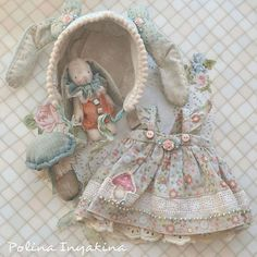 OMG look at that little bunny to go with the outfit. I could just die from cuteness overload. Bjd, Dollhouse Dolls, Miniature Dolls, Doll Clothes Patterns, Doll Patterns, Tilda Toy, Doll Wardrobe, Dress Up Dolls, American Girl Clothes