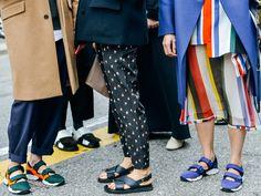 スニーカーのように快適で歩きやすく、サンダルのように涼しげな「サンダルスニーカー」。スポーティーで新感覚なシューズに注目が集まっています。