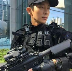 Lee Joon Gi - Criminal Minds Shooting May 21,  2017