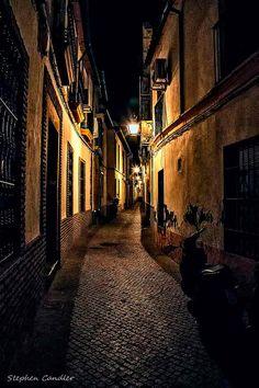 https://flic.kr/p/zFPB4y | Dim Light In The Alley |  Narrow alley in Cordoba, Spain.