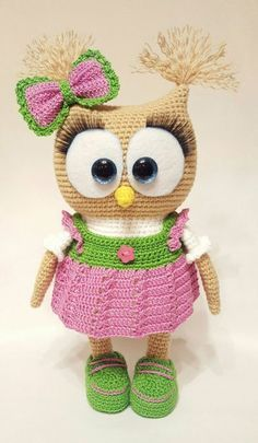 Cute Owl in Dress Amigurumi This crochet pattern / tutorial is available for free. Full post: Cute Owl in Dress Amigurumi Owl Crochet Patterns, Crochet Owls, Owl Patterns, Cute Crochet, Crochet Animals, Crochet Baby, Knitting Patterns, Free Knitting, Crochet Beanie