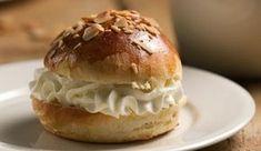 Laskiaispulla | #maajakotitalousnaiset #resepti #pulla #laskiainen #perinneruoka Good Food, Fun Food, Hamburger, Muffin, Gluten Free, Bread, Baking, Breakfast, Recipes