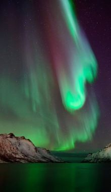 Northern Lights- Curves And Colors (by John A.Hemmingsen)