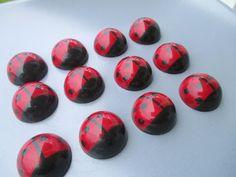 Mansikkamäki: Suklaan lumoissa. Chocolate pralines.