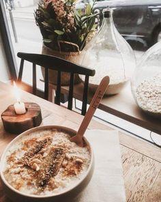 Banana creamy porridge with coconut
