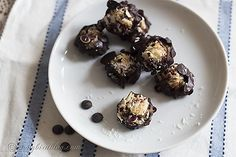 Very easy and yummy almond coconut bites recipe. These gluten-free, paleo, primal snacks will satisfy your sweet tooth but they only take 15 min to make. Paleo Dessert, Healthy Sweets, Healthy Dessert Recipes, Snack Recipes, Cooking Recipes, Paleo Recipes, Healthy Food, Healthy Eating, Autoimmun Paleo
