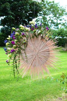 Art Floral, Deco Floral, Floral Style, Floral Design, Contemporary Flower Arrangements, Church Flower Arrangements, Floral Arrangements, Unusual Flowers, Simple Flowers