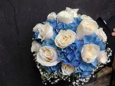 ramo de novia bouquet con rosas y hortensia en azul