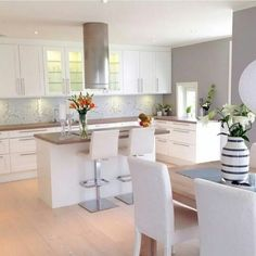 kitchen Source by ingridfischerma Home Decor Kitchen, Kitchen Living, New Kitchen, Kitchen Interior, Home Kitchens, Cuisines Design, Apartment Design, Home Decor Inspiration, Kitchen Remodel