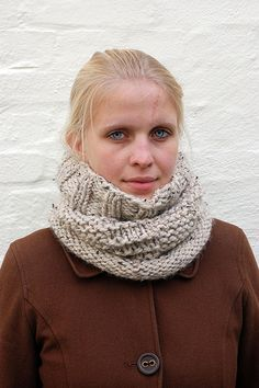 I started this cowl when we had the first rime frost here in Denmark. I knew I wanted something that was warm, comfy and simple to knit. This cowl is exactly that.