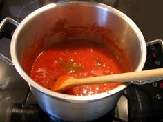 Ketchup maken: recept om zelf ketchup te maken met verse tomaten, paprika, ui, selderij, look,...