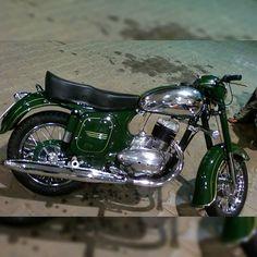Royal Enfield Stickers, Enfield Motorcycle, Classic Bikes, Vintage Bikes, Bike Design, Custom Bikes, Cool Bikes, Cars And Motorcycles, Motorbikes