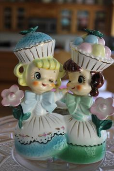 Cupcake Head Girls ~ Vintage S&P Shakers - oh man. I NEED THESE