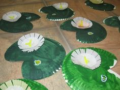 Easy to do!Easy to do! Swamp Theme, Frog Theme, Daycare Crafts, Toddler Crafts, Crafts For Kids, Frog Activities, Spring Activities, Pond Habitat, Pond Crafts