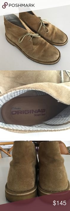 CLARKS ORIGINAL DESERT SHOES MEN's 11 Clarks authentic leather suede in neutral tan oak wood color in Original Desert ankle boots shoes, chukka boots. Foam footbed, moccasin smooth leather conforms to foot. Great used condition. Mostly the bottoms look dirty. Lots and lots of life. Laces. Comfortable. Work and weekend. Casual or dressy. Classic. In style. Current. Excellent reviews. Men's shoes. Sold by reliable active seller with 5 star excellence in top 10% in all categories. Ships next…