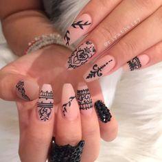 """Henna Nails Art/ Oriental Nails Ideas/ DIY Nude Manicure/ Rihanna Nails Inspirations/ Water Stickers Nails/ Naklejki na paznokcie/ Czarne wzorki na paznokcie/ Ręcznie malowane/ Paznokcie Nude/ Czarne cekiny na paznokciach <a href=""""https://www.neonail.pl/katalog/ozdoby-paznokcie/rapidography/5173-rapidograph.html?utm_source=social&utm_medium=pinterest"""">Sprawdź Rapidograph NeoNail</a>"""