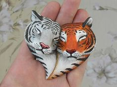Sculpey Clay, Polymer Clay Charms, Polymer Clay Creations, Polymer Clay Art, Polymer Clay Jewelry, Art Plastic, Clay Cats, Polymer Clay Animals, Cute Clay