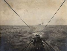 Un submarino alemán hunde un barco mercante en el Atlántico, 1915
