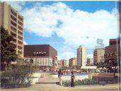 Plaza Brión, Chacaito. En 1975, la Compañía Caracas Metro a través de la gestión del arquitecto Max Pedemonte, inicia la construcción del Boulevard de Sabana Grande, el cual se integra a la Plaza Brion de Chacaito, inaugurada en 1982,