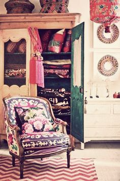 Boho Decor: I love these colors and prints!