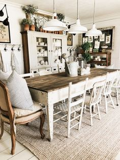 Get inspired by these dining room decor ideas! From dining room furniture ideas, dining room lighting inspirations and the best dining room decor inspirations, you'll find everything here! Farmhouse Dining Room Table, Dining Room Wall Decor, Dining Room Design, Dining Room Furniture, Dining Tables, Mismatched Dining Chairs, Rustic Table, Kitchen Rustic, Dining Area