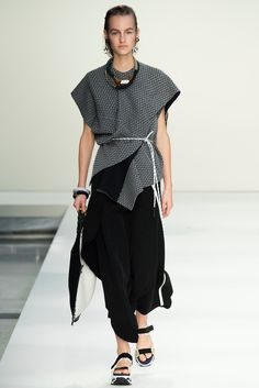 Marni Spring 2015 Ready-to-Wear Fashion Show - Maartje Verhoef