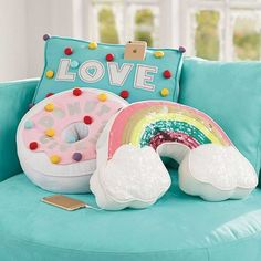 Sweet Treat Rockin Plush Speakers PBteen make donut pillow! Cute Pillows, Diy Pillows, Decorative Pillows, Throw Pillows, Cute Cushions, Pillow Ideas, Tween Gifts, Birthday Gifts For Teens, Diy Gifts