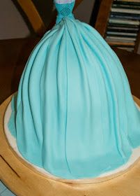Manzana&Canela: Tarta de muñeca Elsa (Frozen) - Paso a paso Birthday Cake Video, Birthday Cakes, Muñeca Elsa Frozen, Tarta Frozen Disney, Frozen Party Cake, Elsa Doll Cake, Buttercream Techniques, Elsa Cakes, Cake Videos