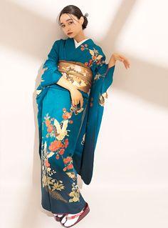 フォトギャラリー|成人式・卒業式の写真撮影・振袖レンタルならaim|東京・原宿 Traditional Japanese Kimono, Traditional Fashion, Traditional Dresses, Japanese Geisha, Japanese Yukata, Japanese Costume, Kimono Outfit, Kimono Fashion, Furisode Kimono