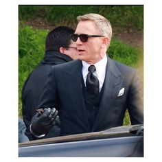 Spectre looks amazing! Rachel Weisz, James Bond Daniel Craig, James Bond Actors, Daniel Graig, Bond Issue, Best Bond, Look Formal, Love Affair, Mens Sunglasses