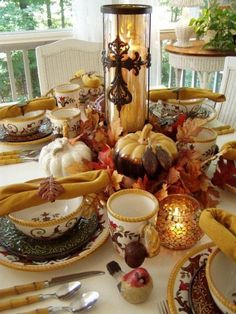 Festive Autumn Dining Table | #thanksgiving #autumn #holiday #food #turkeyday #dinner #decor