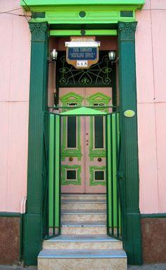 Valparaíso, Chile door, old green door, steps, beauty, ornaments, details, photo