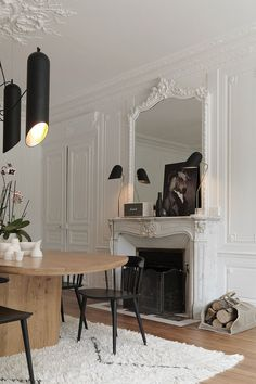 Magnificent ancient estate with elegant modern interiors in France interior design home decor idea Inspiration room style cozy color light classic fireplace 56154326590209644 Classic Home Decor, Elegant Home Decor, Elegant Homes, Cheap Home Decor, European Home Decor, Classic Interior, Salon Interior Design, Modern Interior Design, Interior Decorating