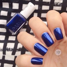 """Escape to paradise with this frosty saphire blue nail polish. This vacation in a bottle is @essie in """"Aruba Blue""""  wowie!!!  #essie #fun #vacation #nailart #funkynails #instanails #fashion #nailtech #notd #nails #instagram #inlove #instabeauty #instadaily #nailsbyfabi #fridaynails #welovenails #windsor #fashionista #modaparameninas #supervaidosa #unhas #manicure"""