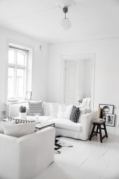 Home Decor – Living Room : Monochrome black white interior style styling stylist home house design design decor Scandic minimal minimalist -Read More – Apartment Interior, Home Interior, Living Room Interior, Home Decor Bedroom, Living Room Furniture, Living Room Decor, Interior Decorating, Interior Design, Design Design