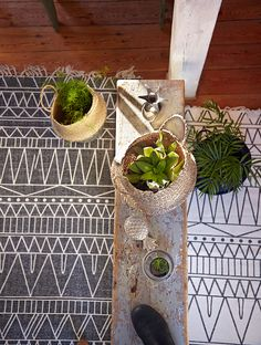 Use our little seagrass baskets for any kind of clutter or use it as a home for your plants
