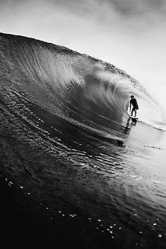 I don't surf but I could watch people do it all day...it's fascinating. Black White, Ocean Waves, Ocean Beach, Marina, Swimming Party Ideas, Vintage Surf, Surfer Style, Skate Surf, Surf City