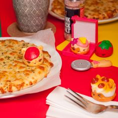 Plan a Num Noms inspired pizza birthday party! Let party guests make their own personal pizza creations and then they can mix, match and stack Series 2 pizza Num Noms while their pizzas bake! Pizza Party Birthday, 7th Birthday, Birthday Parties, Birthday Ideas, Num Noms Series 2, Personal Pizza, Pizza Day, Party Guests, Nom Nom