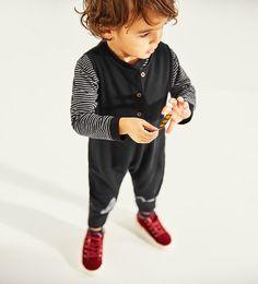 ZARA - BARN - JUMPSUIT MED GEOMETRISK MØNSTER Zara Kids, Printed Jumpsuit, Printed Pants, Toddler Boys, Kids Boys, Jumpsuit For Kids, Pretty Baby, Kids Outfits, Kids Fashion