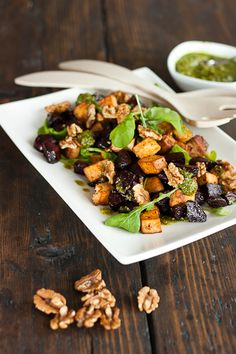 Warm Beet & Smoked Tofu Salad with arugula, walnuts and sunflower seed & parsley pesto Veggie Recipes, Cooking Recipes, Healthy Recipes, Tofu Salad, Rice Dishes, I Foods, Entrees, Clean Eating, Good Food