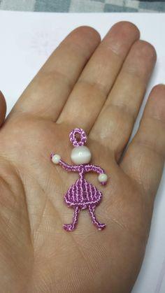 mini bambolina in macramè