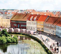 Nyborg Town, Funen, Denmark, Nyborg by, Fyn Danmark - middelalder marked i Slotsgade