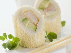 Sushi auf italienische Art mit Weißbrot, Avocado und Garnele | Zeit: 20 Min. | http://eatsmarter.de/rezepte/sushi-auf-italienische-art-mit-weissbrot-avocado-und-garnele