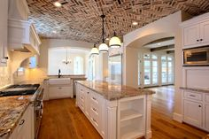 wow what a ceiling... luv whole house
