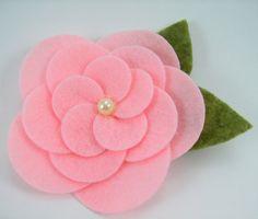Felt Cabbage Roses PDF Tutorial .. No sewing por SundayGirlDesigns